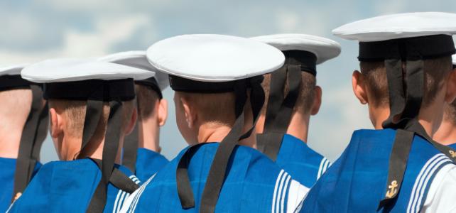 Jūrnieki uniformās